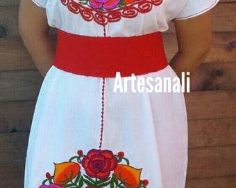 Hand embroidered Mexican Dress/Vintage Mexican/Unique embroidery/size Medium to Large/