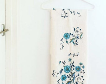 STUNNING hand embroidered vintage linen Tablecloth