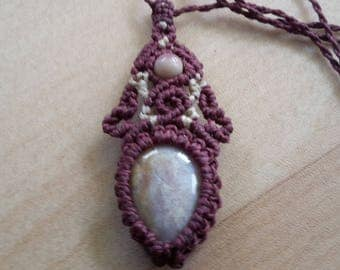 Macrame necklace with pendant