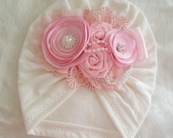 Turban with flowers ivory and pink