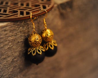 Black and golden earrings - Oriental golden earrings - Statement earrings - A Gift for her - Gift idea for women