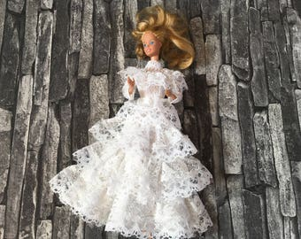 Barbie vintage Wedding Dress in white lace with white lace hat
