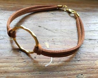 Faux suede bracelet, minimal bracelet, friendship bracelet, brown bracelet, circle bracelet, chic bracelet, stylish bracelet, bracelet