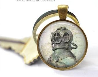 VINTAGE SCUBA Helmet Key Ring • Scuba Diving • Old Diving Helmet • Gift for a Diver • Gift Under 20 • Made in Australia (K406)