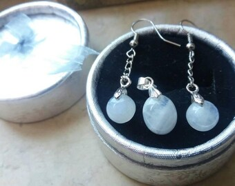 Natural earrings and Rainbow Moonstone pendant