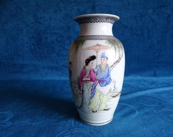 Chinese porcelain vase with Geishas and text