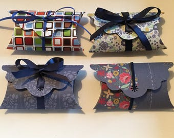Set of 4 pillow shaped gift boxes