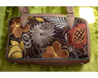 1990s Embroidered suede handbag Made in Guatemala