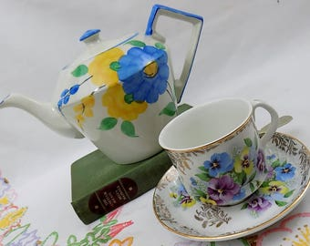 Meredith - Vintage Shabby Chic Floral Patterned Teapot
