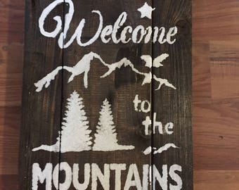Rustic Welcome to the Mountains Sign