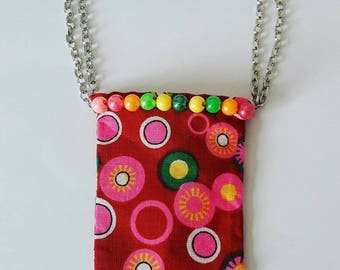 A wonderful handmade bag for your Blythe. With metal and plastic pearls