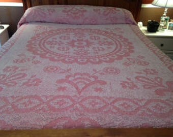 Vintage Chenille Bedspread ~ Full/Queen