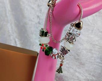 Snowman's Green Christmas Charm Bead Bracelet