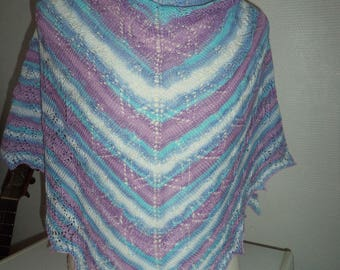 Needles in soft cotton and lightweight lace shawl