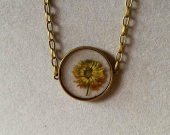 Embed flower necklace