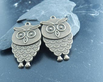 1 antique bronze OWL charm pendant