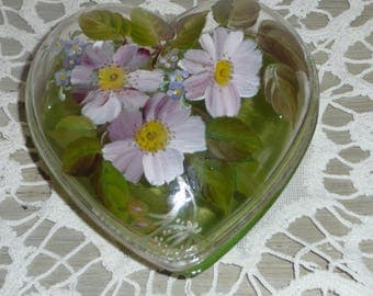Pattern eglantine heart shape box glass painted by hand