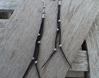 Long earrings in silver coloured beads and inner inner