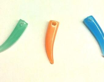 3 charms T23 shark tooth shape