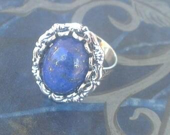Romantic ring with lapis lazuli gemstone
