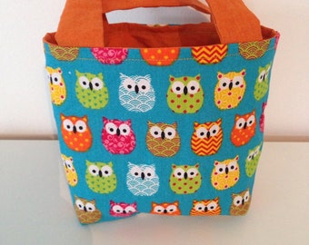 Very colorful owls pattern bag