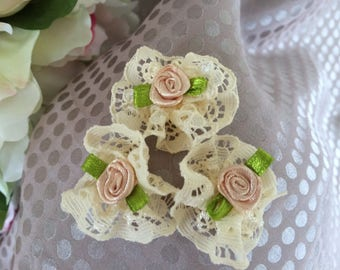 Beige set of three flowers in ivory lace and flowers