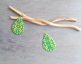 enamelled sequins drops 2 golden yellow and grass green (one side pattern and a solid)