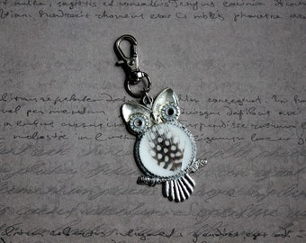 OWL bag/key charm silver metal, resin and feather