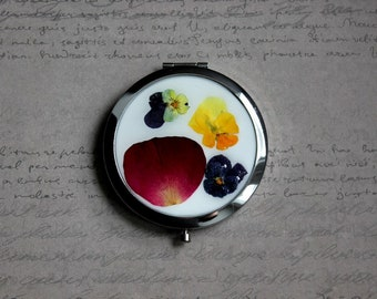 Mirror Pocket round flat silver, resin and dried pansies and Rose petal flowers