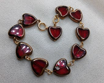 Heart shaped beaded bracelet red glass
