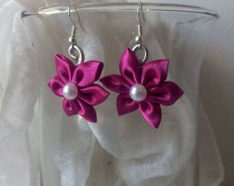 Earrings with fuchsia color satin flower