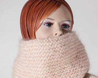 Snood or neck wool, sparkling Pearly pink