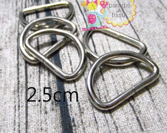 Set of 20 Stirrup shaped silver 2.5 cm D