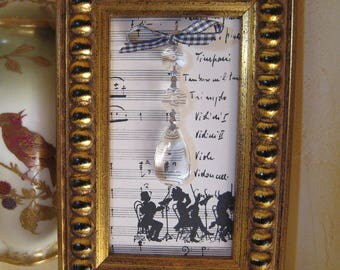 """Lovely frame gold and its pendant glass """"musical notes"""""""
