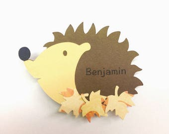Mark up to pin, hedgehog with leaves, sold individually, customizable! Dimensions: 5.5 by 4cm paper 210g
