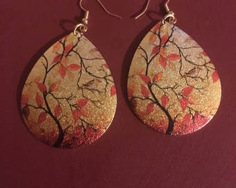 Fall leafs and color glitter earrings.