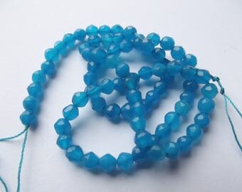 84 round faceted agate dyed blue 4 mm PIRATE-268