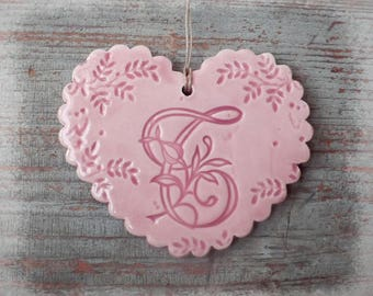 Heart in earthenware with Scalloped edges, lace print, pastel pink and letter ' you