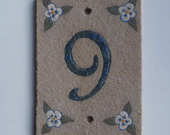 Door number Brown sandstone resistant to frost, number '9', flower pattern