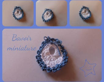 Layette: small knit shaped bib for scrapbooking, invitation, decoration miniature