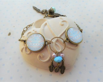 """bracelet 2 cabochons verre """"tribal bleu ciel et rose pale"""", breloques plumes, perles, bronze, vintage"""