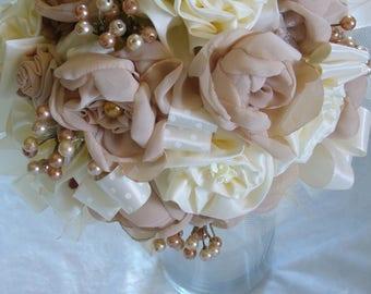 bouquet de mariée fait main nude et crème perles