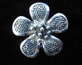 Beautiful pendant / large baroque pattern antique silver flower charm