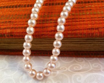 16 round beads, pale pink pearl, 8 mm in diameter