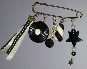 "BAG IJOU or ""LICORICE"" in black and white in dough FIMO BROOCH"
