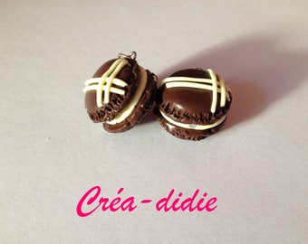 Chocolate vanilla macaroon earrings.