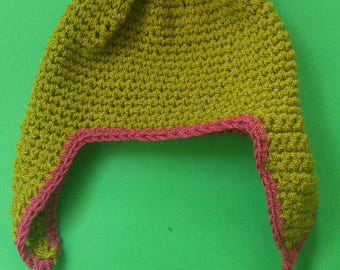 Hat made with fine wool for children 6 to 12 months.
