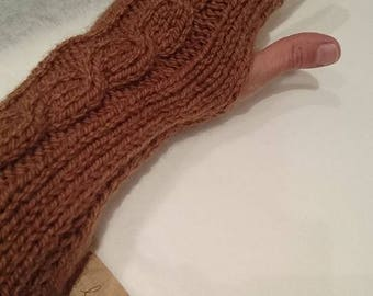 Knitted mittens made of wool and acrylic