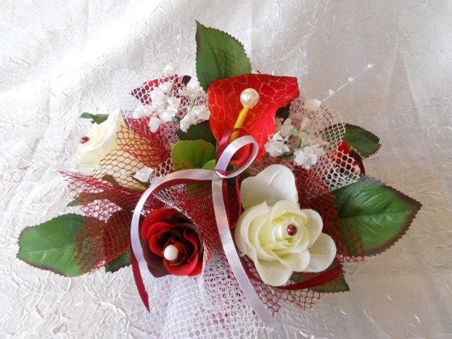 petite composition florale pour mariage rouge et blanche pour. Black Bedroom Furniture Sets. Home Design Ideas