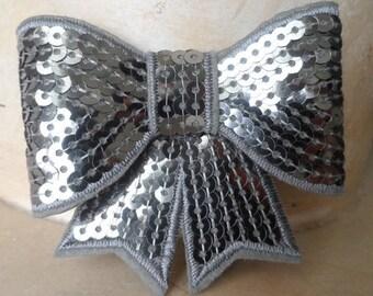 set of 2 bows silver sequins 8 x 8 cm